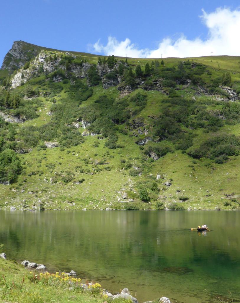 Rudern auf dem Bergsee - der Falkertsee im Sommer