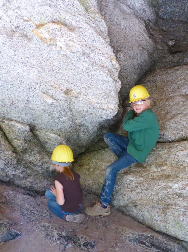 Steine klopfen im Granatium in Radenthein