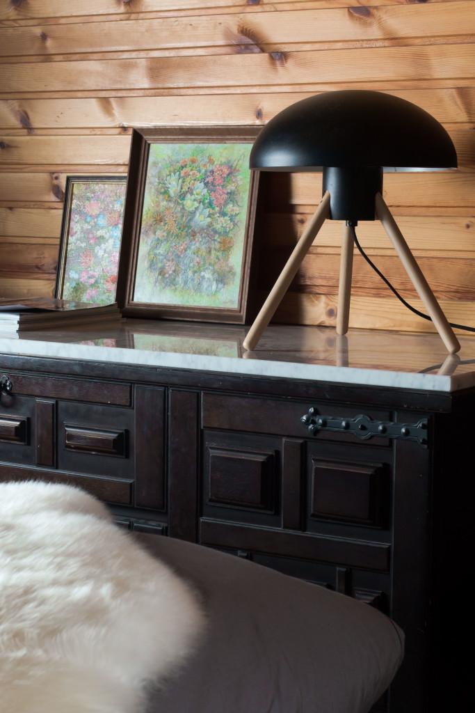 Sideboard im Schlafzimmer der Almhütte