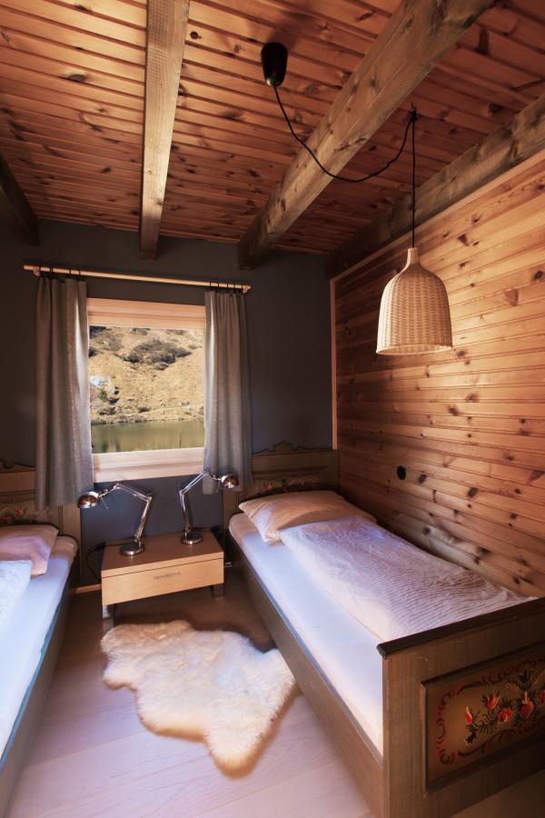 Zimmer 2 der Almhütte mit Seeblick